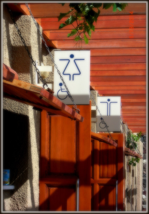 Akrotiri museum restrooms